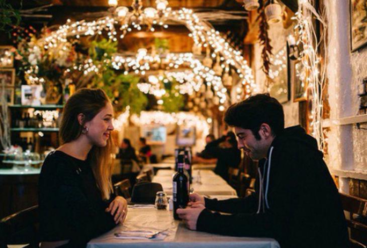 Ραντεβού με έναν συνάδελφο σε ένα εστιατόριο