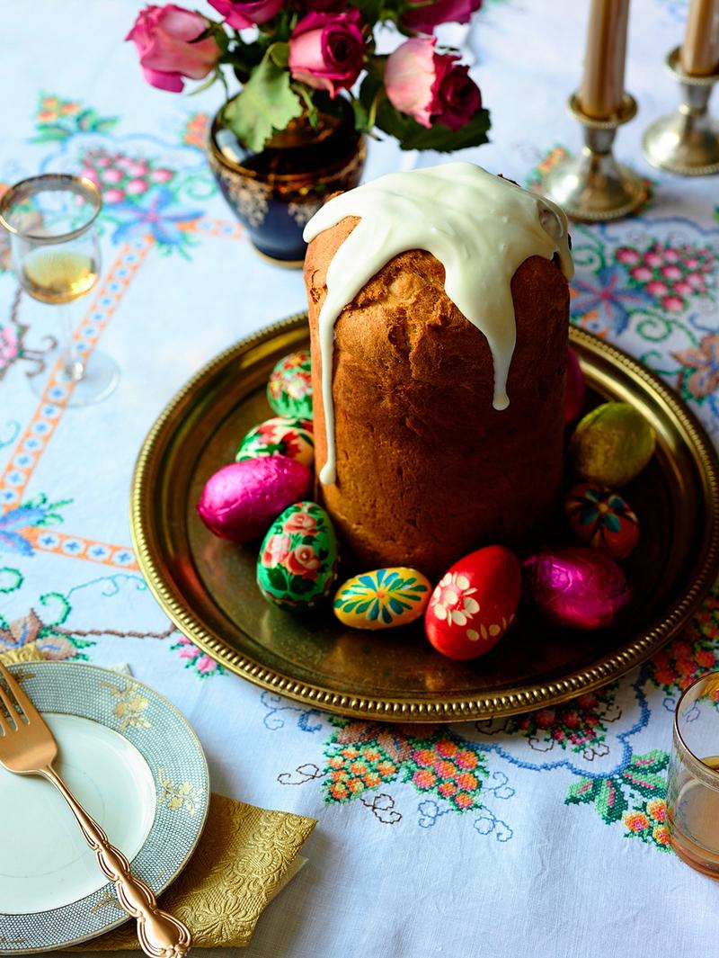 Το Kulich πρόκειται για ένα υπέροχο και πεντανόστιμο κέικ διακοσμημένο τόσο με λευκό γλάσο, όσο καιμε πολύχρωμα στολίδια. Οι πιστοί το παίρνουν μαζί τους στην εκκλησία, για να τους το ευλογήσει ο ιερέας και υπάρχει σε πολλές ορθόδοξες χριστιανικές χώρες.