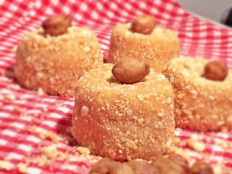 Τα Paçoca de Amendoim από τη Βραζιλία φτιάχνονται από φιστίκια, ζάχαρη, θυμίζουν τον δικό μας σπιτικό χαλβά και σερβίρονται σε μπάρες ή κυλίνδρους.