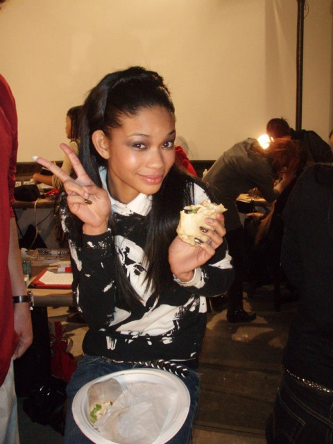 chanel-eating-wrap-480x640111
