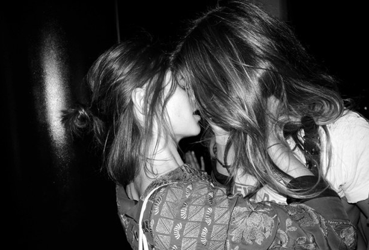 Λεσβίες αποπλάνηση κορίτσι
