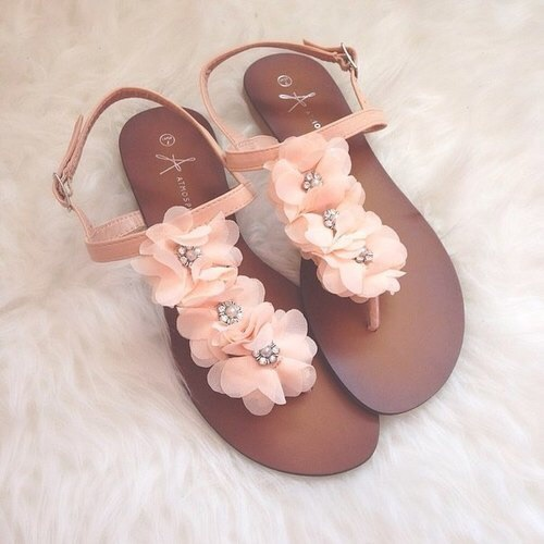 sandals - Βαρέθηκες τα σανδάλια σου; 10 μοναδικοί τρόποι να τα ανανεώσεις και να φαίνονται σαν καινούρια!