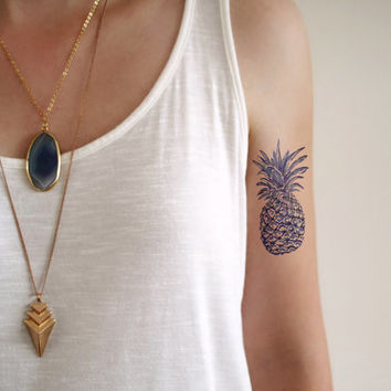 pineapple - Ήλιους και θάλασσες | 13 πανέμορφα τατουάζ για κάθε κοπέλα που λατρεύει το καλοκαίρι!