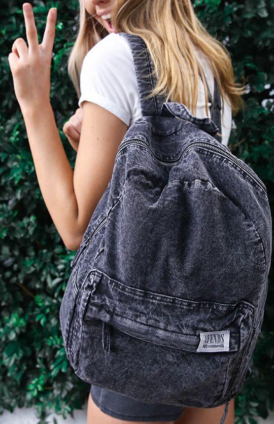 4906ed67c5 ... καθώς έτσι η τσάντα θα «χαθεί» και το αποτέλεσμα θα είναι πολύ κακό.  Εκτός κι αν φορέσεις κι ένα λεμόνι και γίνεις …τζιν με λεμόνι!