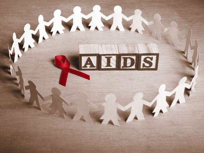 που βγαίνει με κάποιον με HIV θετικό