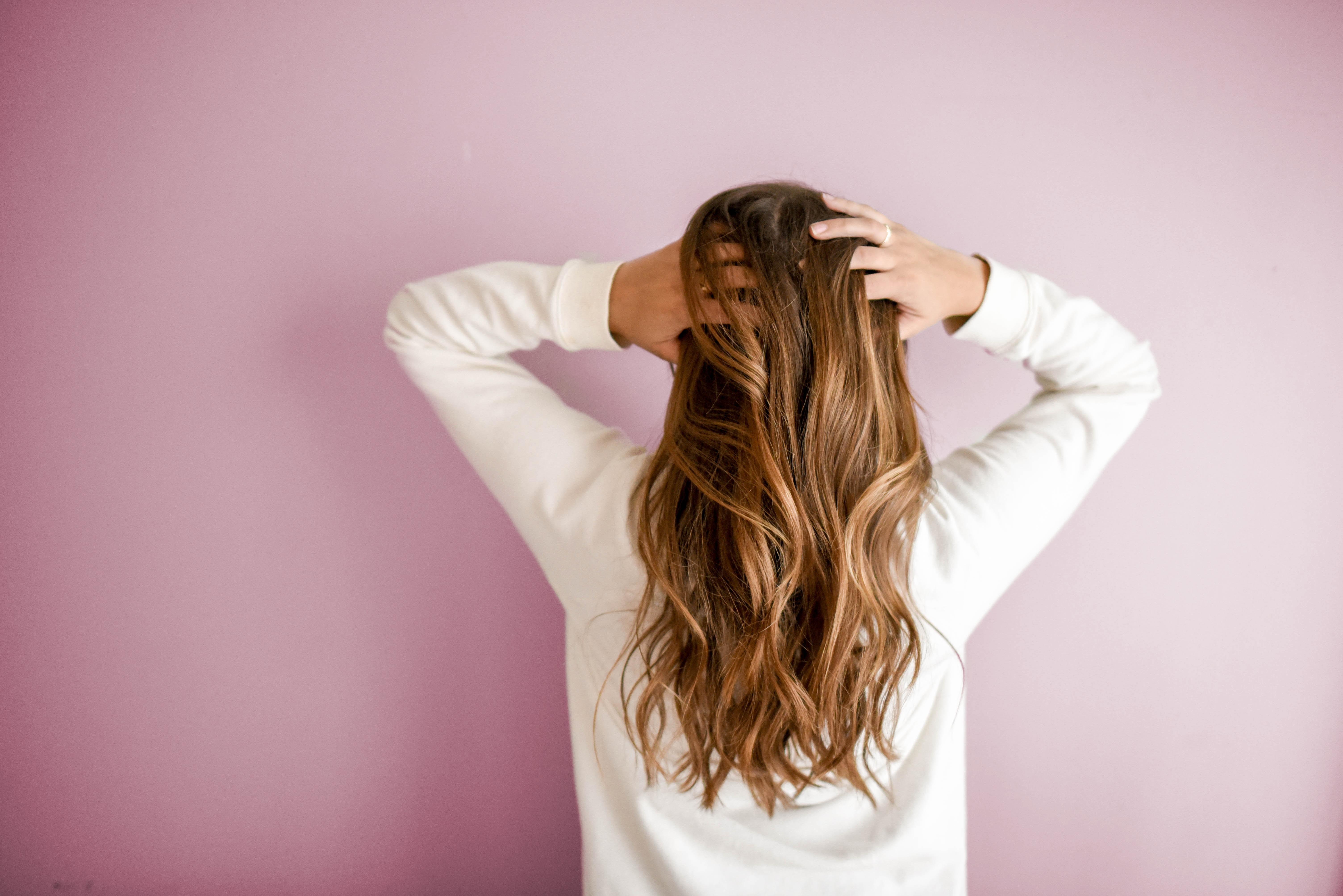 βγαίνω με ένα κορίτσι με φυσικά μαλλιά