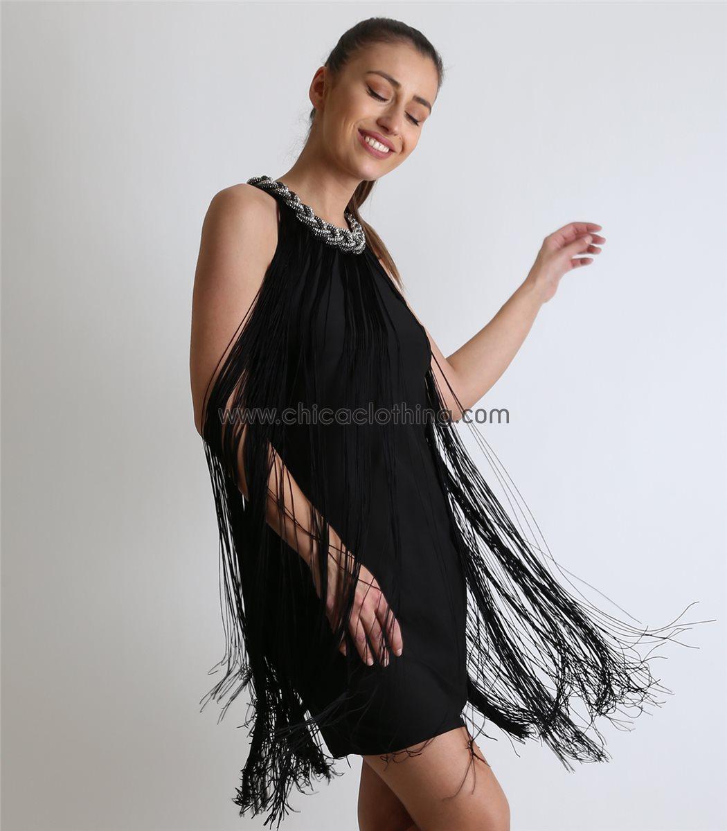 474e1b1bd4c1 Οι μεγαλύτερες ή μικρότερες λεπτομέρειες με κρόσσια αναμένεται να δώσουν  έναν ιδιαίτερο τόνο στα γυναικεία ρούχα αυτής της περιόδου. Φορέματα που  παραπέμπου ...