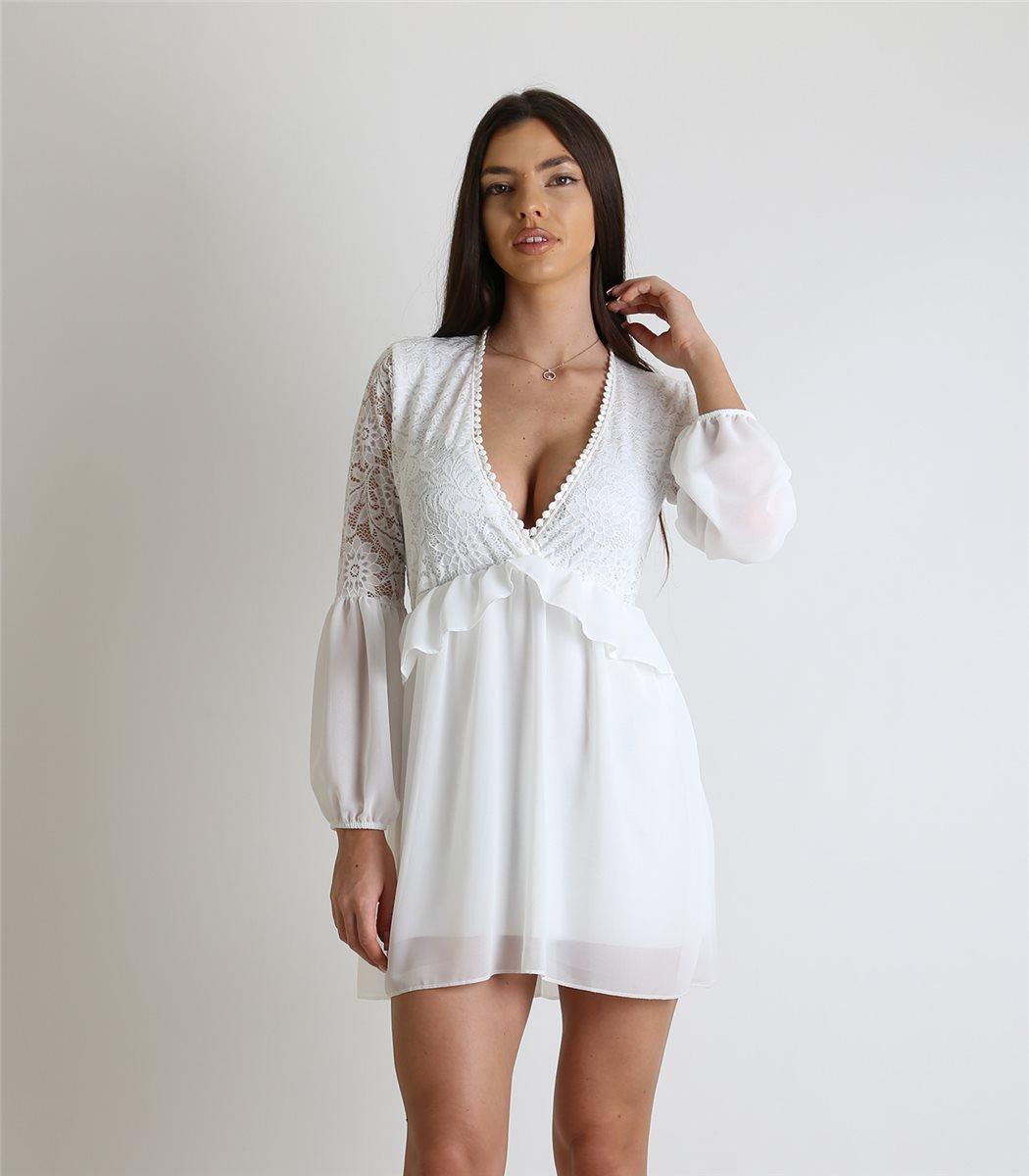 24c362b3a8c9 Στα φορέματα για γάμο ή βάφτιση η διαφάνεια μπορεί να δώσει ακριβώς εκείνο  το στοιχείο που θα κάνει τη διαφορά.
